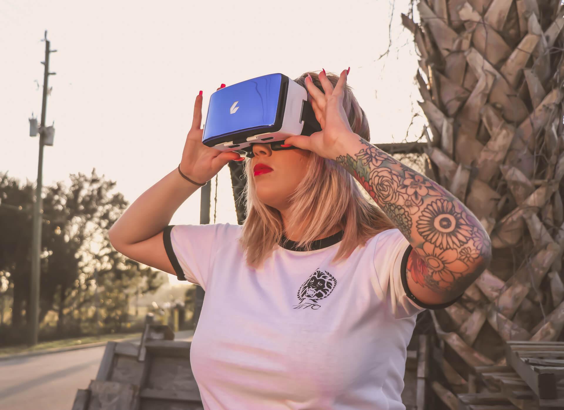 Why Virtual Reality Still Sucks | Untangled